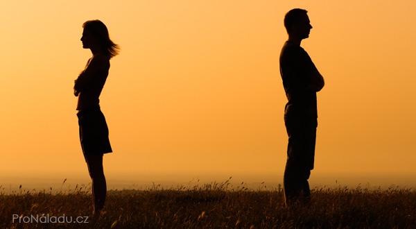proc-se-vztahy-rozpadaji
